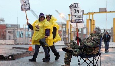 Port workers represented by SEIU Local 1021 take part in a 24-hour strike at the Port of Oakland in Oakland, Calif.,  in the early morning hours on Tuesday, Nov. 20, 2012   (AP Photo/Th