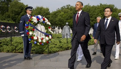 President Barack Obama walks with Special Envoy from the Republic of Korea Kim Jung Hun, right, during a commemorative ceremony at the Korean War Veterans Memorial on the 60th anniversa