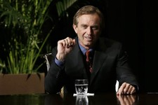 -                Robert F. Kennedy Jr., left, makes comments during the opening minutes of a interview with journalist Charlie Rose in front of a full audience at the AT&T Performing Arts Center Friday,