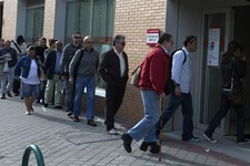 -                People enter an unemployment registry office in Madrid, Spain Monday May 6, 2013. Spain's Labor Ministry said the number of people registered as unemployed fell by 46,050 in April with