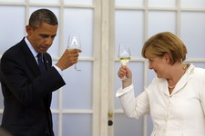 -                US President Barack Obama  and german chancellor Angela Merkel raise their glasses for  a toast during a dinner at the Charlottenburg palace in Berlin Wednesday, June 19, 2013. Obama is