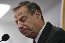 -                San Diego Mayor Bob Filner pauses as he speaks during a news conference at city hall Friday, July 26, 2013, in San Diego. Filner said Friday he will undergo therapy after less than a ye