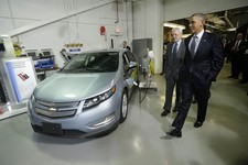 -                President Barack Obama and Joint Center for Energy Storage Research Director Dr. George Crabtree walk past a hybrid Chevy Volt vehicle used for testing during the president's tour of th