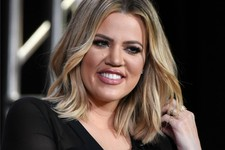 "Backlash: Khloe Kardashian Goes to Cuba, Poses Under ""Fidel"""