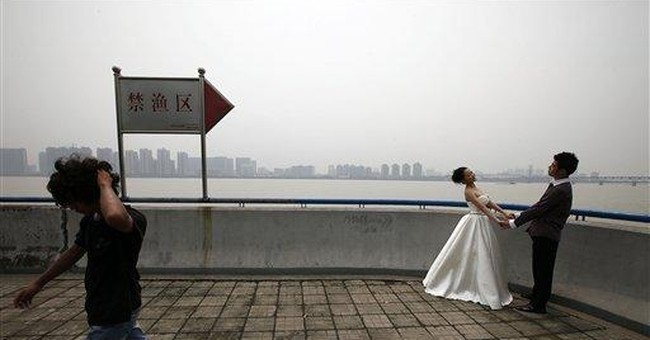 NYC lawsuit over photos seeks to recreate wedding