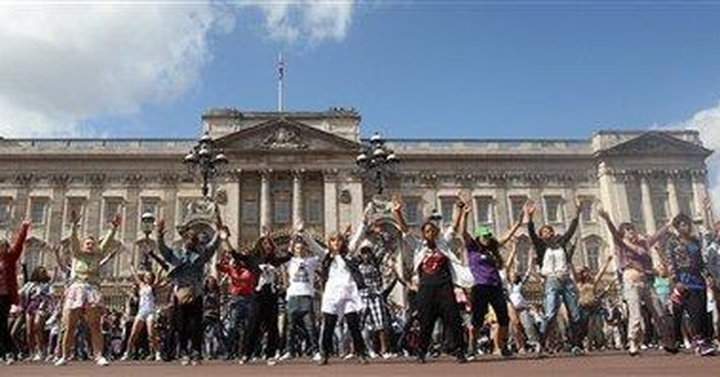 Buckingham Palace flashmob fetes royal wedding