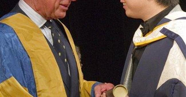 Pianist Lang Lang honored by UK's Prince Charles