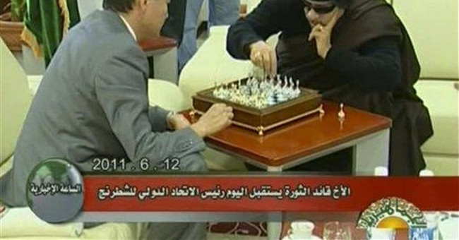 Libya's Gadhafi plays chess with Russian visitor