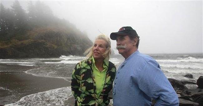 Clark's descendants replace stolen tribal canoe