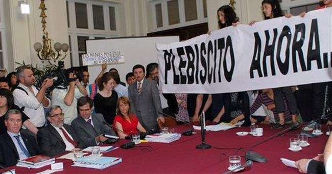 Students briefly occupy Chile's Senate building