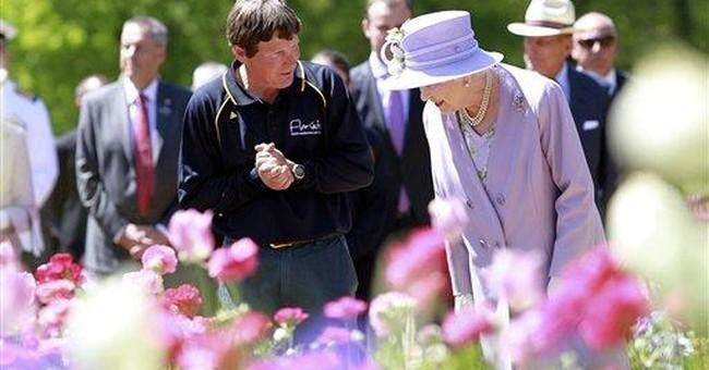 Australians cheer Queen Elizabeth during boat trip