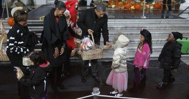 Obamas hand out Halloween treats at White House
