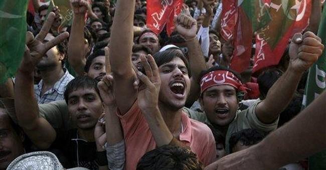Anti-US Pakistani cricketer rallies 100,000 people