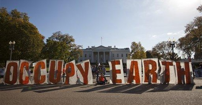 Thousands protest at White House over pipeline