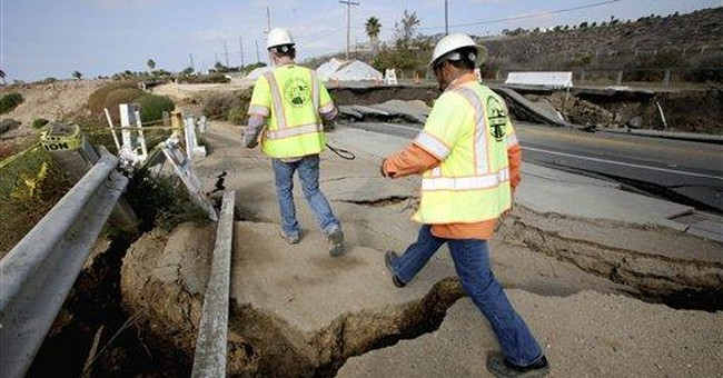 LA coastal landslide worsens, area fenced off