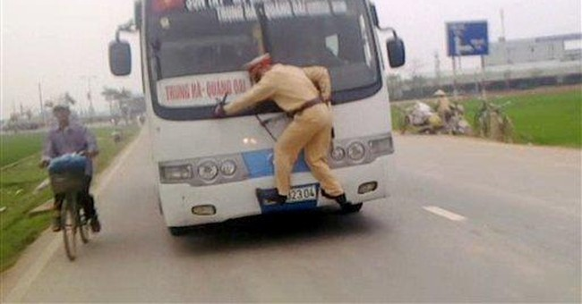 Fleeing bus driver takes Vietnam cop on wild ride