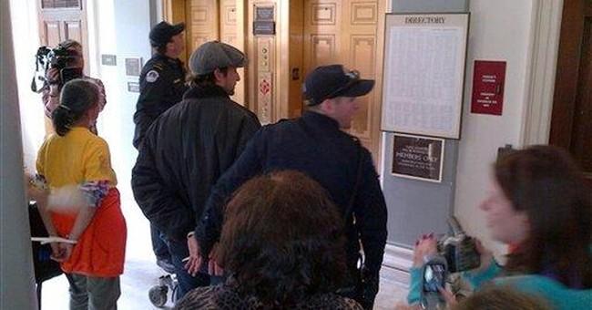 Former 'ER' star Noah Wyle arrested in DC protest