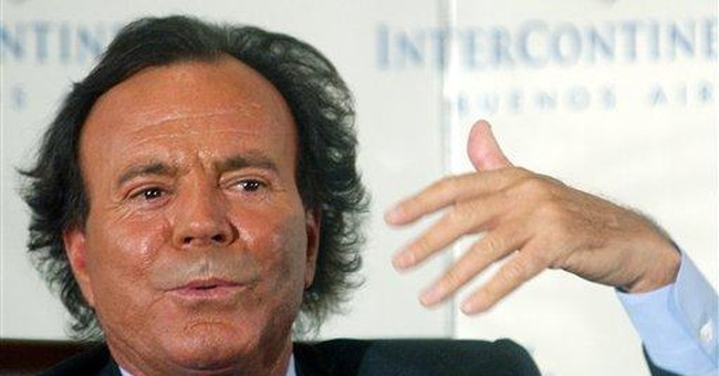 Singer Julio Iglesias victim of hotel room theft