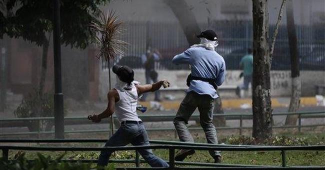 Gunfire, tear gas at Venezuelan prison