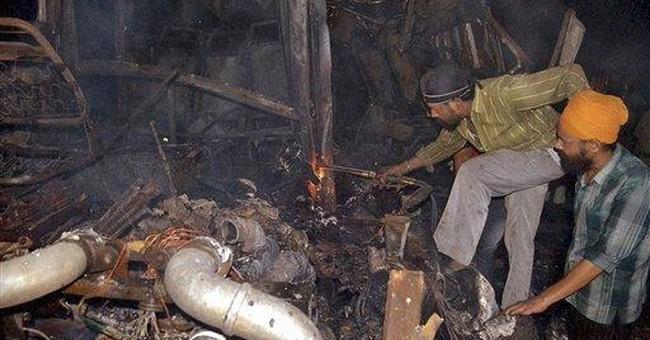 Fire on bus of Muslim pilgrims kills 16 in India