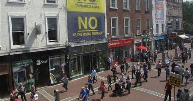 'Yes' side to EU treaty holds lead in Irish poll