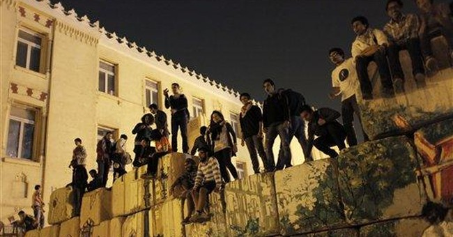 """Egypt artists """"reopen"""" street by graffiti protest"""