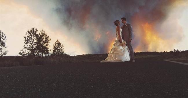 Wildfire sparks amazing wedding photo in Oregon