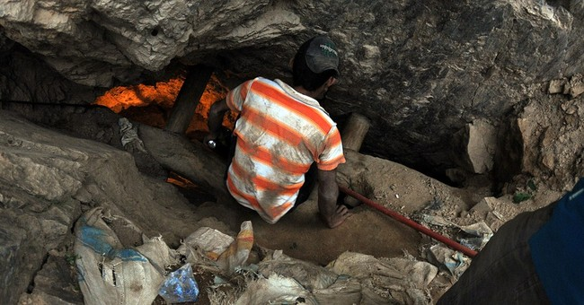 Honduras official says 11 still trapped in mine