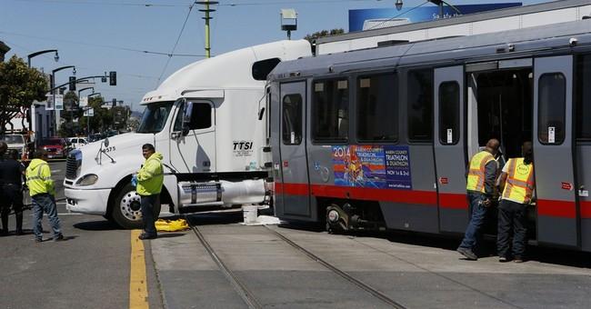 40 hurt in 2 San Francisco bus, train crashes