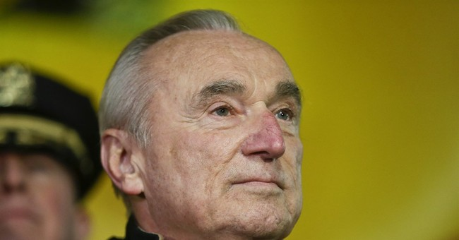 Officers applaud NYPD's Bratton as he moves on