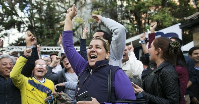 Colombian voters reject peace deal with Marxist FARC rebels