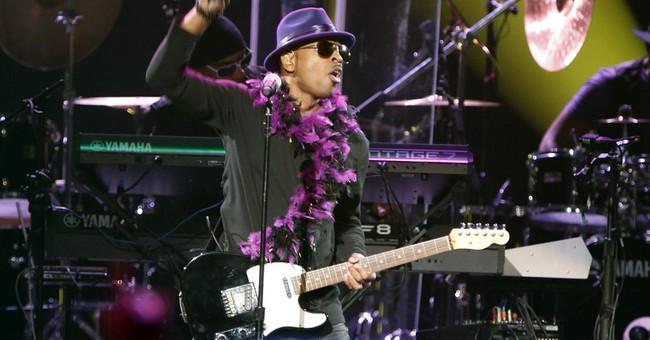 Stevie Wonder and Chaka Khan perform at Prince tribute concert