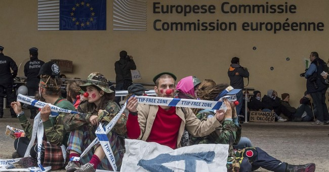 European Union and Canada sign landmark free trade deal