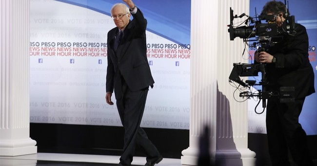 The Latest: Clinton, Sanders wrap up Milwaukee debate