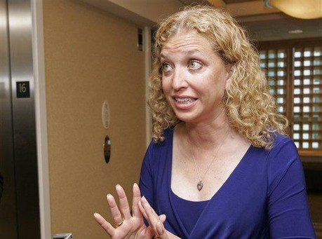 Video: DWS Struggles to Explain Why She Trusts Charlie Crist