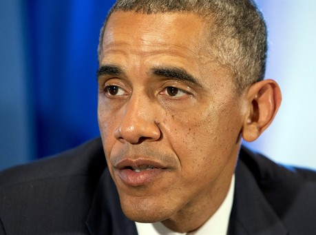 Obama mulls large-scale move on immigration