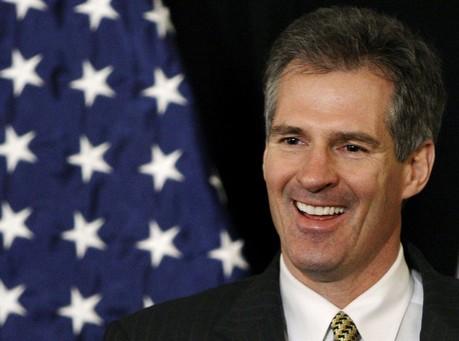 UPDATE: Debate Moderator Apologizes to Scott Brown