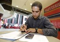 Pay raises rarer despite improved US hiring