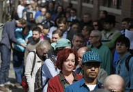 Applications for US jobless aid edge up to 304,000