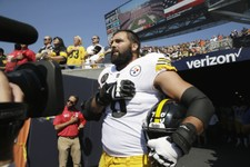 Wait, Why is Alejandro Villanueva Apologizing to His Teammates and Coach?