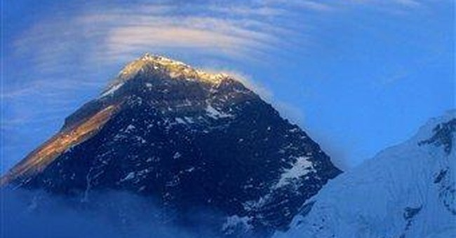 Avalanche on Everest injures 1 Sherpa guide