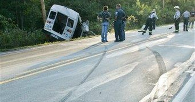 Feds: Bus company in fatal crash tries to reopen