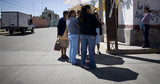 Mexico detains 2 migration agents on abuse charges