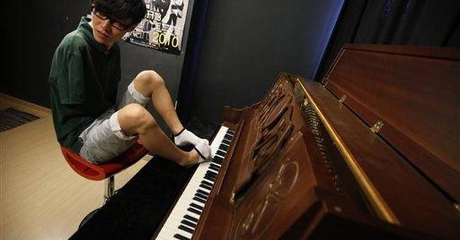 Armless toe pianist wins 'China's Got Talent'