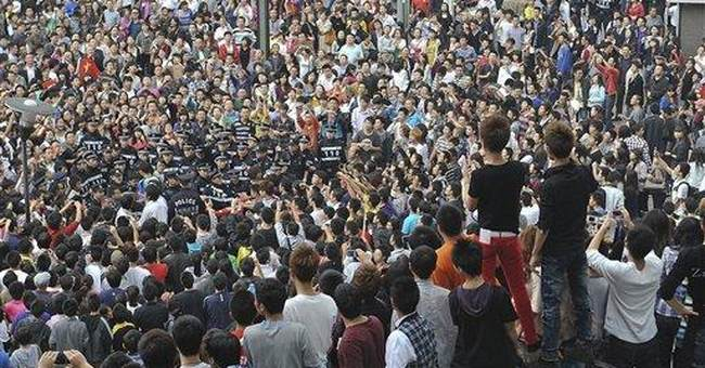 Thousands in China, Japan rally over island claims