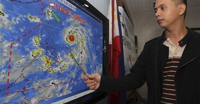 Strong typhoon blows for Philippines; 1,000s flee