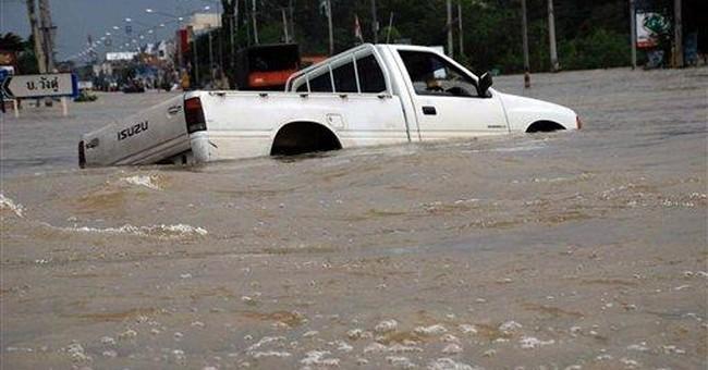 Super typhoon lashes Philippines, kills at least 3