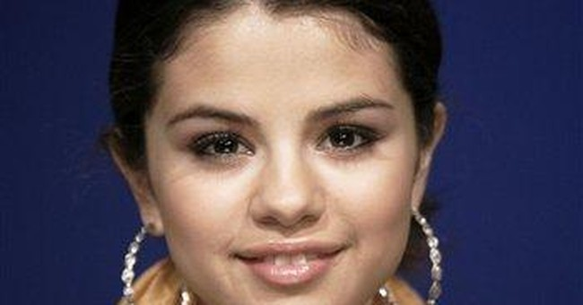 Selena Gomez performs benefit concert for UNICEF