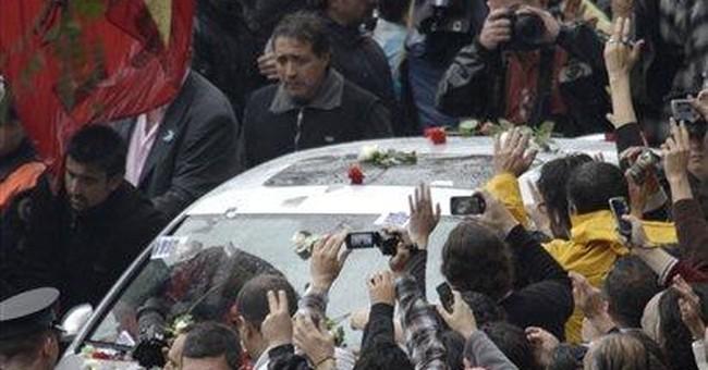 Argentines bid goodbye to Kirchner before burial