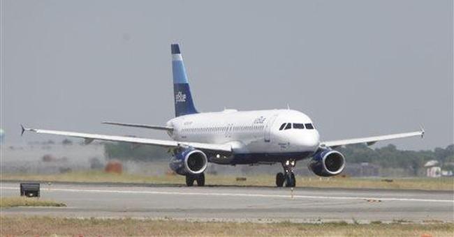 JetBlue squeezes out small 1Q profit